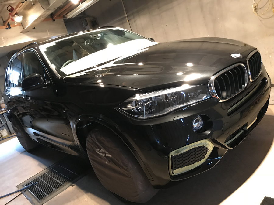 BMW・X5ご入庫いただきました!